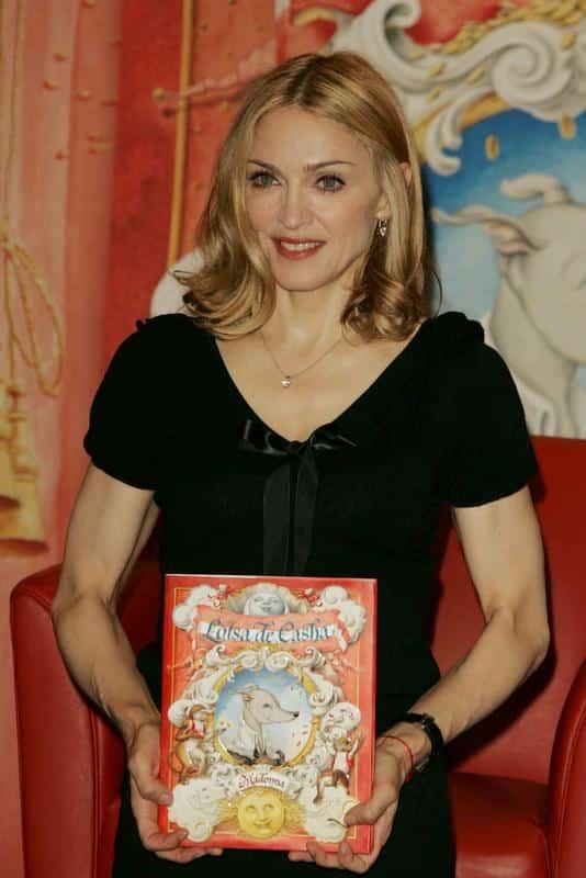 Journée internationale du livre : les célébrités qui ont aussi réussi comme écrivains.