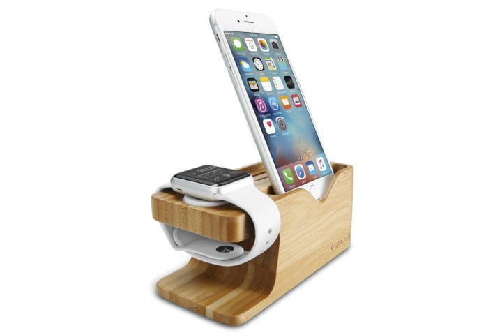 Support de téléphone en bois Spigen S370, l'une des meilleures stations de recharge pour iPhone