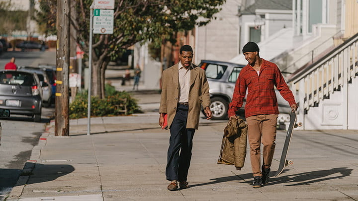deux hommes afro-américains marchant dans San Francisco